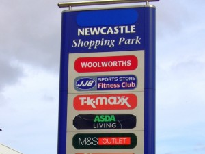 Woolworths listed on a Newcastle Shopping Park sign (27 Sep 2009)