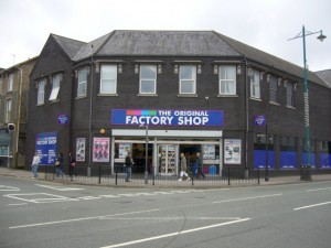 Former Woolworths - now The Original Factory Shop - in Porthmadog (21 Sep 2009)