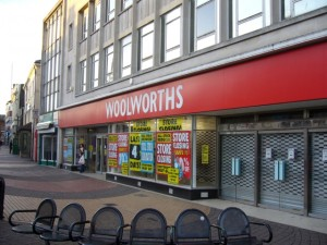 Woolworths in Whitley Bay closing down (26 Dec 2008). Photograph by Graham Soult