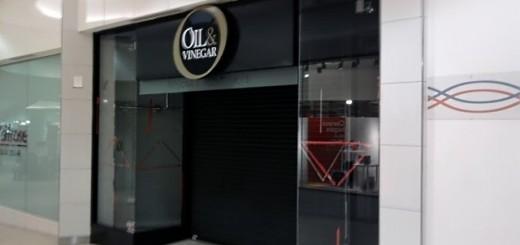 Empty Oil & Vinegar store in Eldon Square (6 Jan 2010). Photograph by Graham Soult