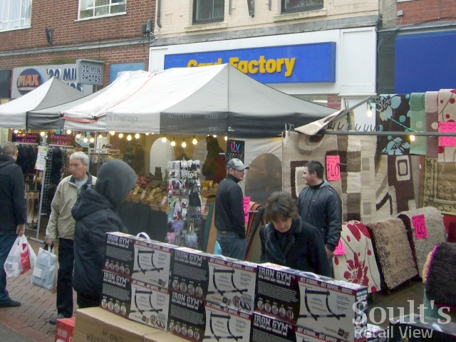 Market stalls in George Street, Tamworth (24 Dec 2009)
