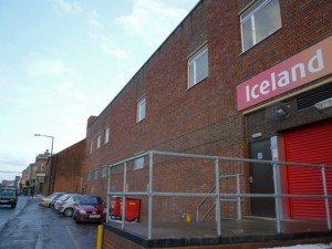 Side view of former Woolworths (now Iceland), Belper (23 Dec 2010). Photograph by Graham Soult
