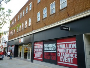 Former Woolworths (and soon-to-be Discount UK), Swindon (11 Sep 2011). Photograph by Graham Soult