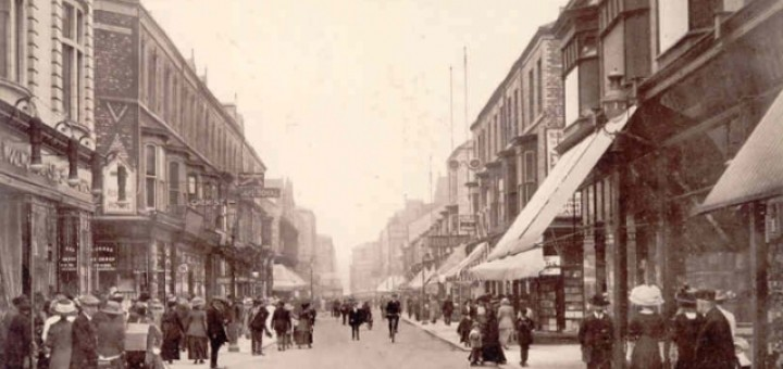 1913 postcard showing Middlesbrough's Woolworths at 91-93 Linthorpe Road on the left. Image courtesy of Ali Brown