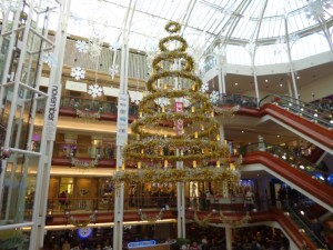 Christmas shoppers in Princes Square, Glasgow (7 Dec 2012). Photograph by Graham Soult