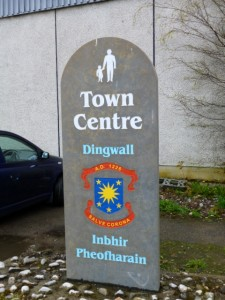Welcome sign in Dingwall town centre (11 May 2013). Photograph by Graham Soult