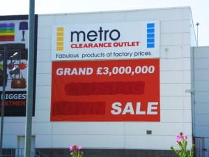 Amended Metro Outlet 'closing down' poster (11 Jul 2013). Photograph by Graham Soult