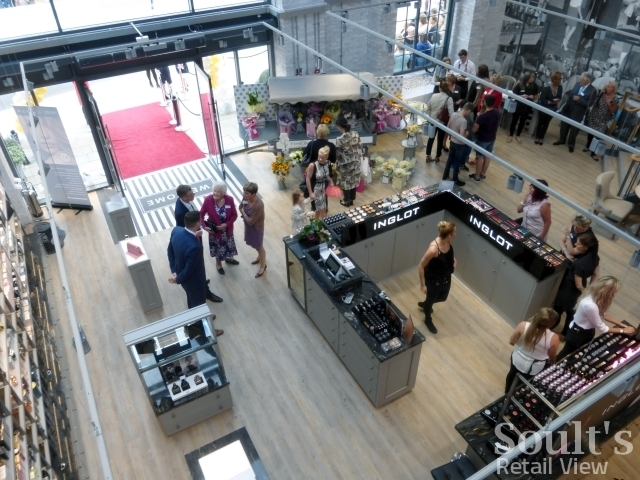 Looking down into the entrance area of Sandersons department store from the mezzanine level (1 Sep 2016). Photograph by Graham Soult